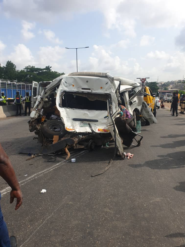 BREAKING: SEVEN INJURED, ONE DEAD IN OTEDOLA BRIDGE ACCIDENT